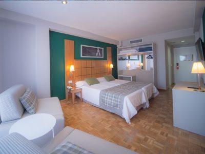 Gran-Hotel-de-Jaca-Habitacion-Cuadruple-01